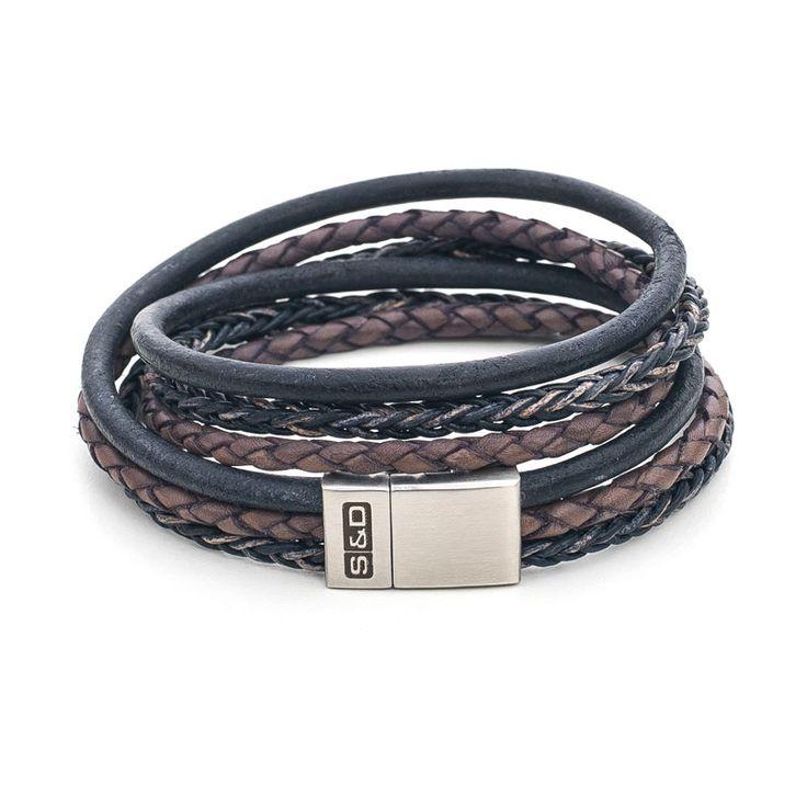 Leren armband voor heren: de S&D Fibonacci. Deze leren armband bestaat uit een rond koord, een gevlochten koord en een speciaal gevlochten 8 strengen koord.