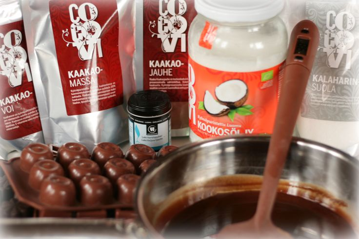 Raw chocolate in the making! Råchoklad - Raakasuklaa! #rawchokolate #rachoklad #raakasuklaa #cocovi