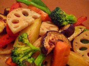楽天が運営する楽天レシピ。ユーザーさんが投稿した「デパ地下風☆いろいろ野菜のマリネ」のレシピページです。フライパンで焼いた野菜をマリネにしました。彩りもよく、作り置きができるので持ち寄りなどにも便利ですよ。。焼き野菜のマリネ。じゃがいも (メークイン使用),にんじん,なす,ピーマン,パプリカ,れんこん,ブロッコリー,オリーブオイル,★バルサミコ酢,★オリーブオイル