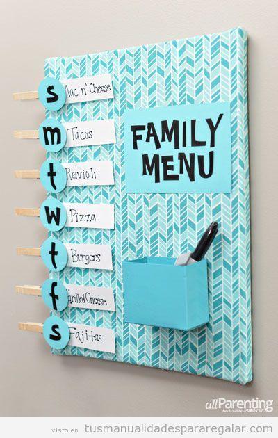 una tabla para escribir el men familiar hecha a mano para regalar