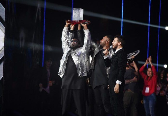 I Soul System vincono X Factor 2016 ed è subito record: prima posizione su iTunes e per una edizione targata Sky, è la prima volta che a vincere sia una band