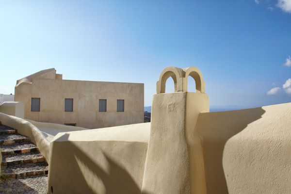 Cob-Hotel-Outdoor-Architect-Simple-Lines-Santorini-Island-Greece