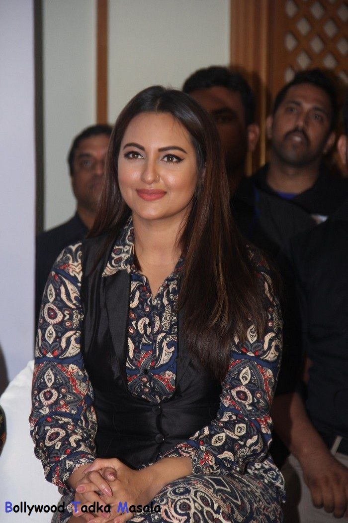 Sonakshi Sinha looked fabulous at Launch Of Shatrughan Sinha - http://www.movierog.com/celebrity_gossips/sonakshi-sinha-looked-fabulous-at-launch-of-shatrughan-sinha/