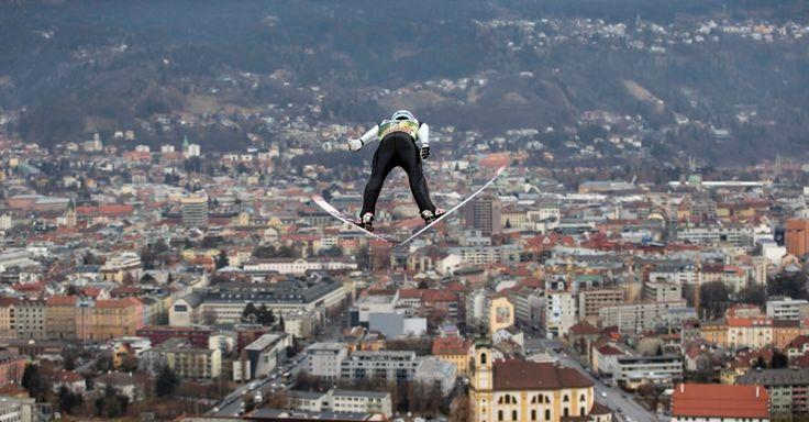 Esquiador norueguês Joachim Hauer participa do torneio de salto de esqui Four Hills, em Innsbruck, na Áustria