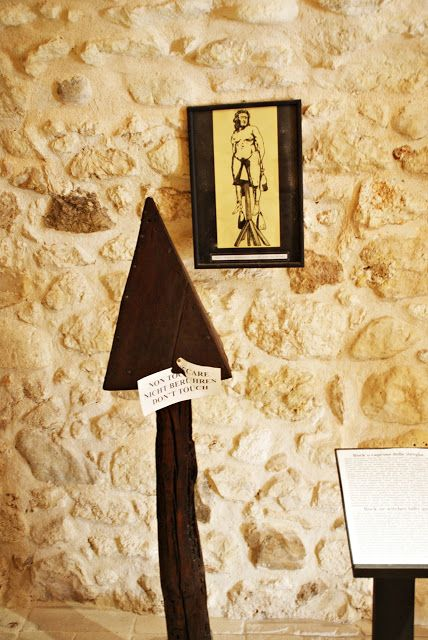 Visiting the torture museum in Peschici | Let's get lost!