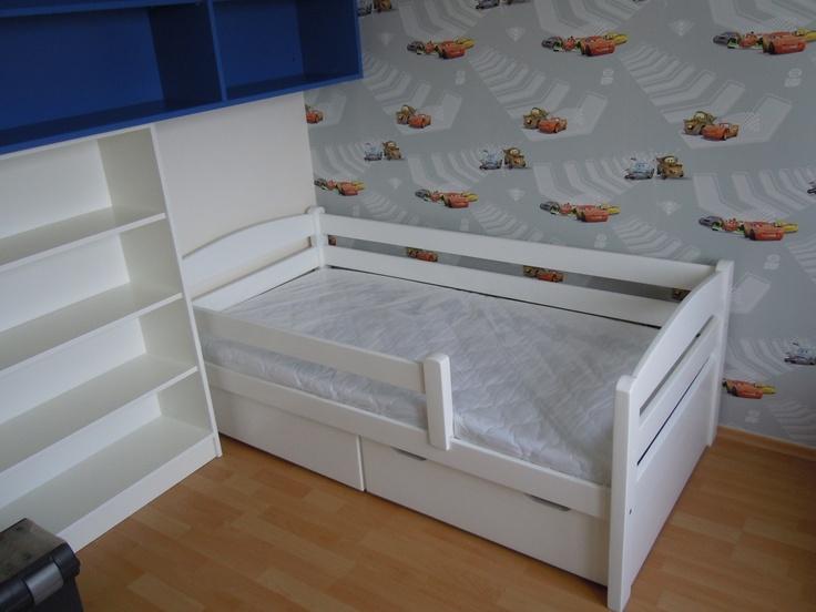 Huncut pocakos ágy beépített két fiókos ágyneműtartóval