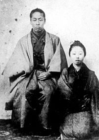 中村半次郎時代の桐野利秋。右の女性は恋人の村田さと。