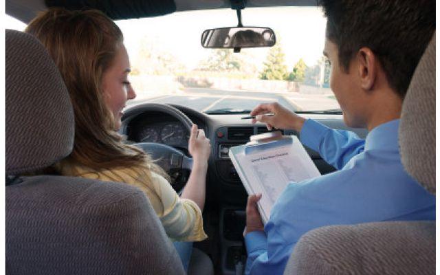 In Olanda le lezioni di guida sono pagabili con prestazioni sessuali. Ma è davvero così? Olanda. Sembra che il governo abbia introdotto una legge che autorizza gli istruttori di guida a ricevere pagamenti 'in natura' in cambio delle lezioni. Ma le cose stanno davvero così? Non proprio, v #lezioni #guida #pagare #sesso #olanda