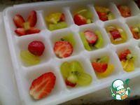 Идея! Фруктовые кубики льда в бокалы.