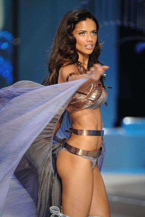 1. Segment: Glamour Goddess   1. Adriana Lima