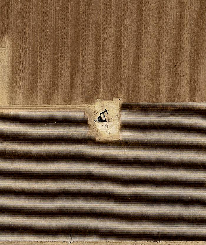 Spotting oil derricks drilling in patches of farmland, desert, suburbs. Assembled by Mishka Henner. http://mishka.lockandhenner.com/blog/wp-content/uploads//Pumped.gif