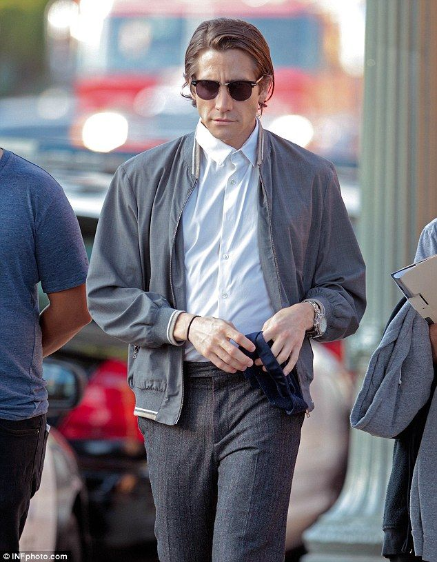 Jake Gyllenhaal was looking slim on Sunday as he filmed a scene in downtown LA for his new movie Nightcrawler, in which he plays a freelance...
