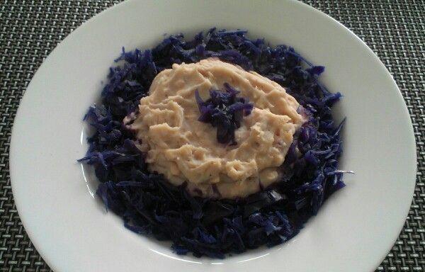 Koude schotel* aardappel, zalm,  zaanse halfvolle mayo, zwarte peper, zeezout, rode kool