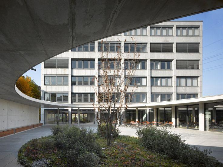 Auszeichnung: Neubau Corporate Center GFT AG, wulf architekten, Innenhof, © Roland Halbe