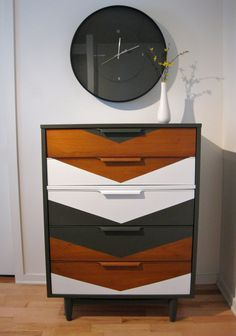 Chest of drawers vintage wooden patterned chevron painted with gray and white chalk paint. Wax finishing Annie Sloan. This magnificent creation of