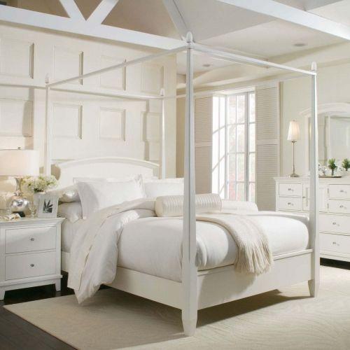 dormitor romantic amenajat complet in alb cu pat cu baldachin - Gotische Himmelbettvorhnge
