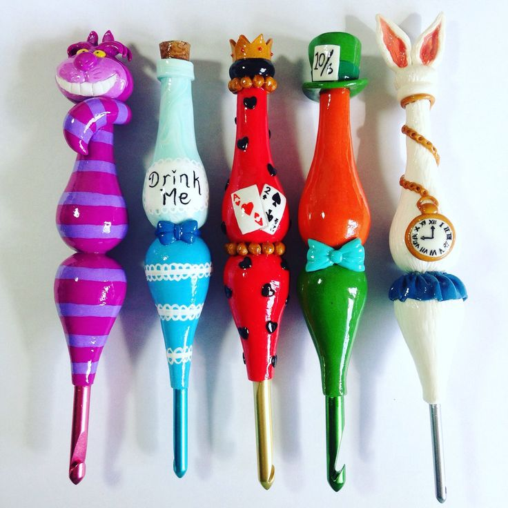 Alice in Wonderland 5 Hook Set Curvy Ergonomic Crochet Hooks by TheCraftyTash on Etsy https://www.etsy.com/au/listing/270078296/alice-in-wonderland-5-hook-set-curvy