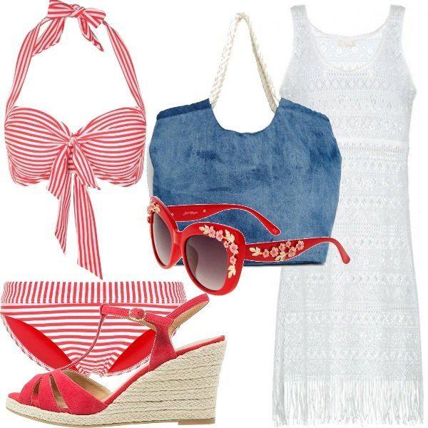 Un look tutto rigato per la spiaggia!! Bikini a righe rosse e bianche abbinato al copricostume in pizzo bianco con frange, borsa in jeans con manici in corda, sandali rossi con zeppa e occhiali rossi con decoro a fiori.