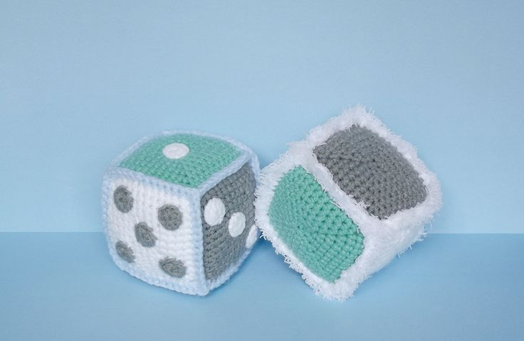 Amigurumi cubes with dots like dice: free crochet pattern. Worked in the round, crocheted together, and all the sides are different colours.