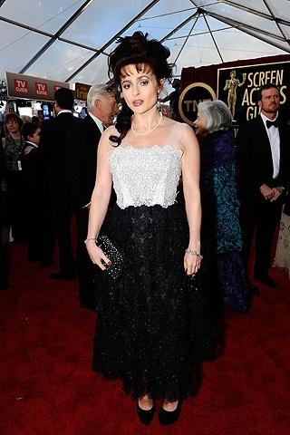 Helena Boham Carter, con un vestido bustier en blanco y negro, de Marc Jacobs