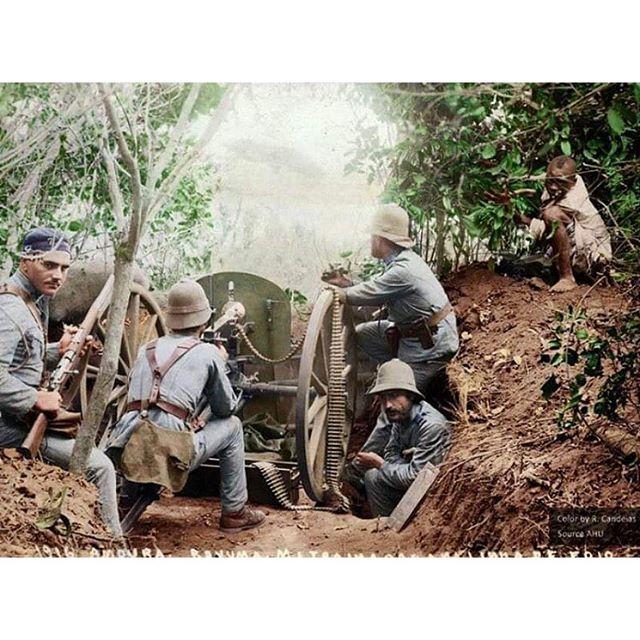 WW1, 1916; Portuguese soldiers machine gun post, German East Africa.