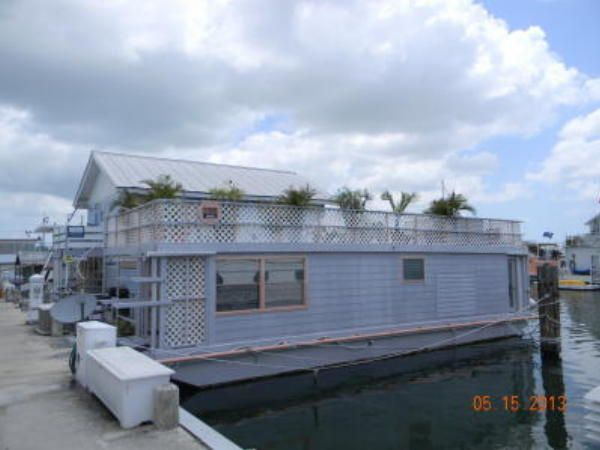 1000 images about houseboat on pinterest houseboats floating homes and floating house. Black Bedroom Furniture Sets. Home Design Ideas