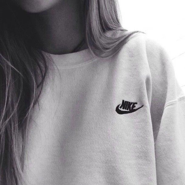 Wheretoget - White Nike sweatshirt