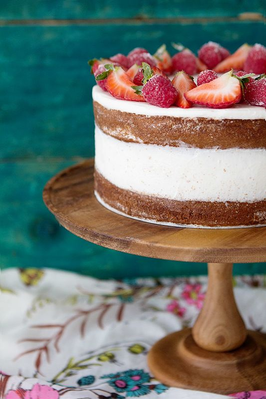Easy Mixed Berry Layered Cake via @evetwigge. #cakes #layercakes