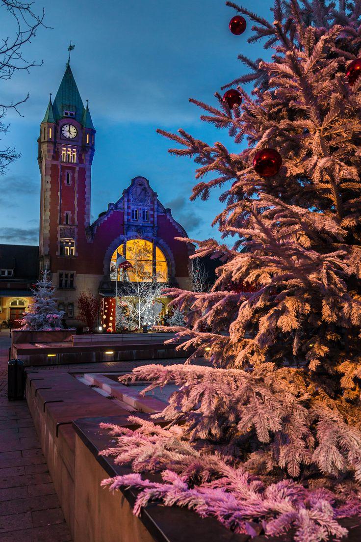 La Gare de Colmar version Noël (Photo : Christian Barret) #Colmar #Alsace #France #Noël #Christmas #Weihnachten #gare #Bahnhof #station #Ausschmückung #decoration #décoration #travel #voyage #Reise (www.noel-colmar.com)