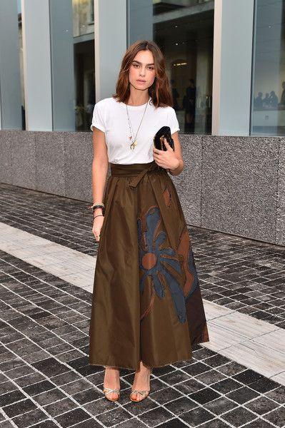 Kasia Smutniak Evening Sandals - Kasia Smutniak styled her look with elegant silver evening sandals.