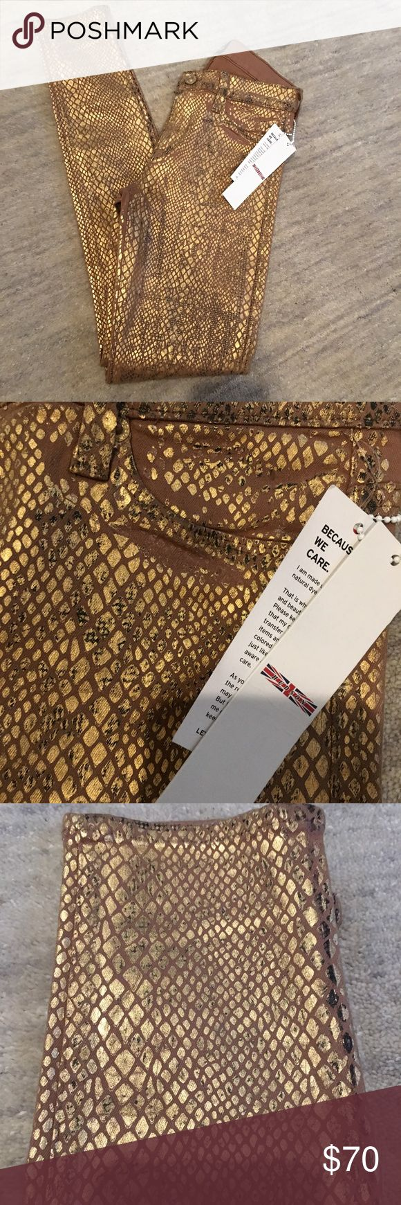 Hudson gold jeans 25 Gold denim perfect for fall! New with tags on! Hudson Jeans Jeans Skinny