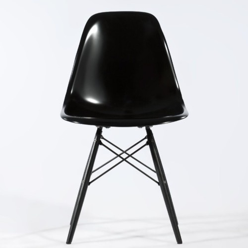 Eames <3Graphic Design, Black Eames, Eames Chairs, Future House, Charles Eames, Chair Design, Black Chairs, Black Beautiful, Chairs Design