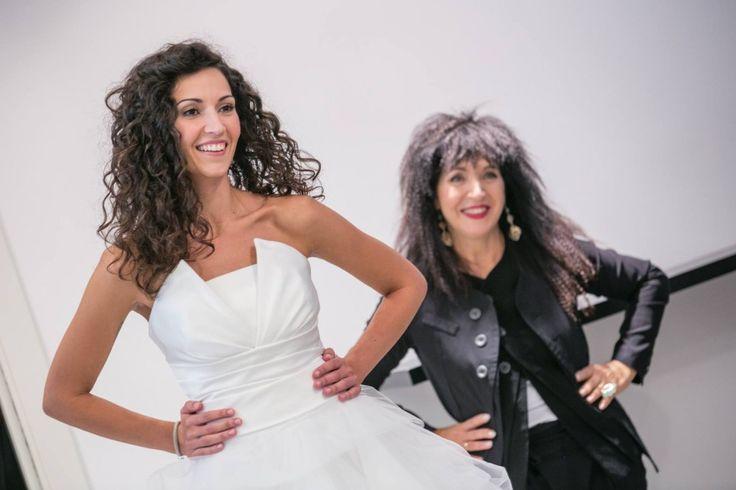 """Iniziamo la nostra avventura in Atelier con Rachele, sorridente ed emozionata, per conoscere tutti i consigli di Elisabetta Polignano riguardo la """"scelta dell'abito da sposa""""."""