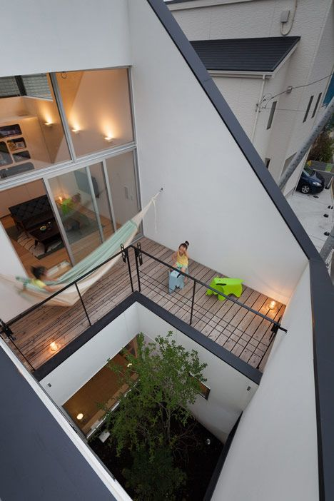 House in Ofuna by Level Architects #interiors nice elephants Vitra Eames elephant (http://www.cimmermann.co.uk/product/eames_elephant/)