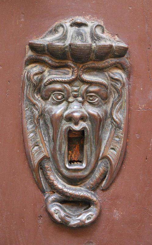 Бронзовые украшения дверей из Болоньи