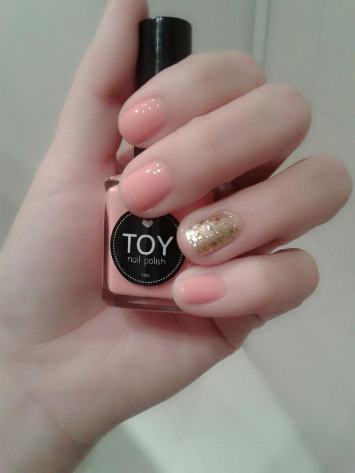 loving TOY nail polishes!