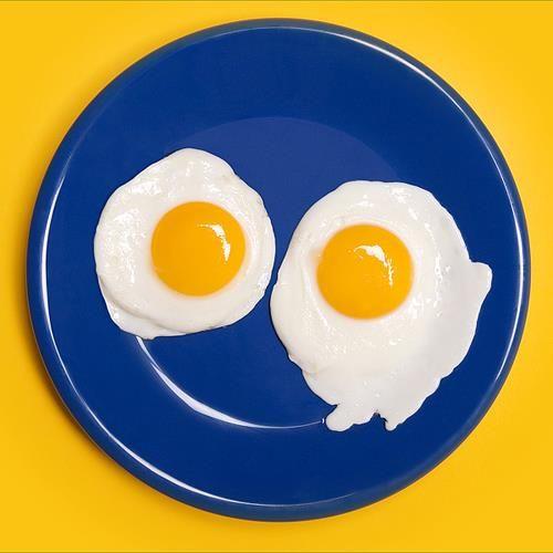 Ştiaţi că ouăle conţin proteinele esenţiale pentru construirea şi regenerarea părului? Mai mult, ouăle sunt unul dintre puţinele alimente considerate a fi o proteină completă, deoarece acestea oferă toţi aminoacizii necesari dietei noastre.