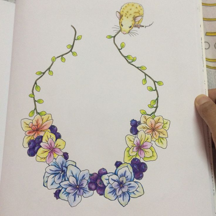 Flower necklace with golden mouse