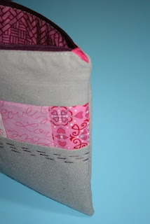 zippered pouch tutorial with covered zipper edges: Blog Hop, Crafts Ideas, Sewing Projects, Zippers Pouch Tutorials, Charms Blog, Covers Zippers, Xoxo Zippers, Zippers Pouch A, Sewing Tutorials