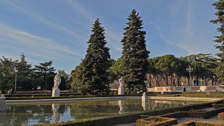 Madrid - Jardines de Sabatini and Templo de Debod