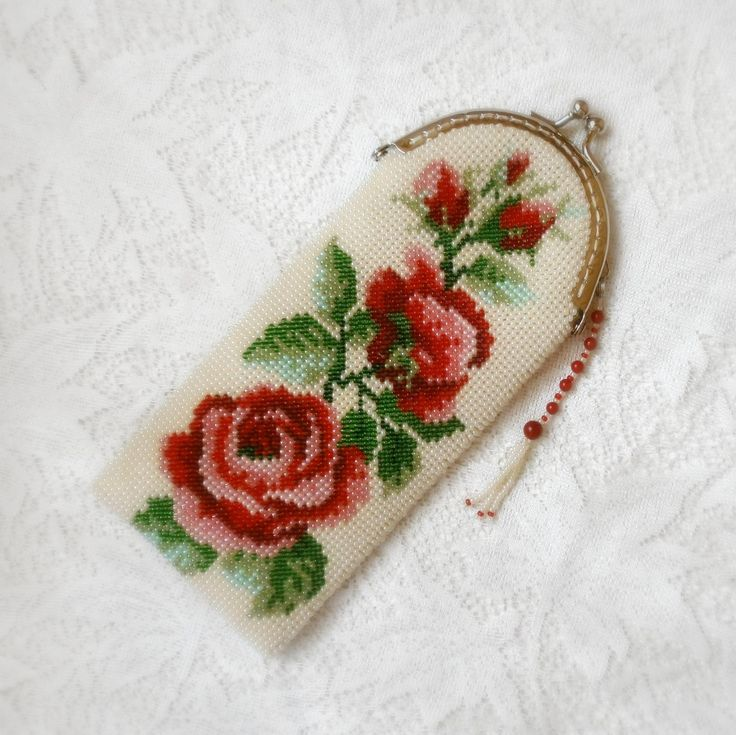 Очечник из бисера (футляр для очков) Розы красные цвели | biser.info - всё о бисере и бисерном творчестве