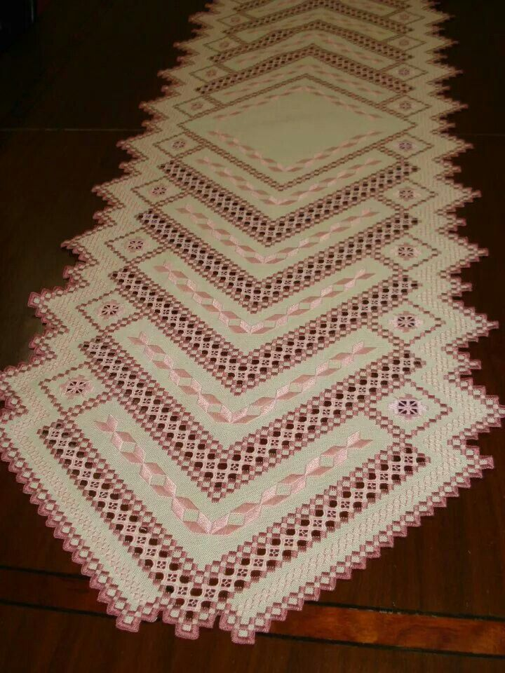 243 best caminos de mesa images on Pinterest Table runners