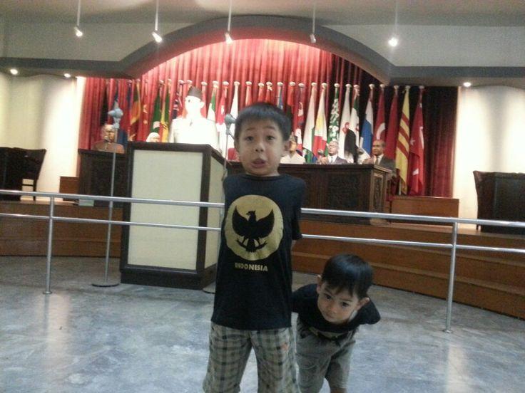 Garuda di Dadaku,  Soekarno di belakangku,  Ku yakin Indonesia Pasti menang Apapun!Siapapun!Indonesia JUARA!