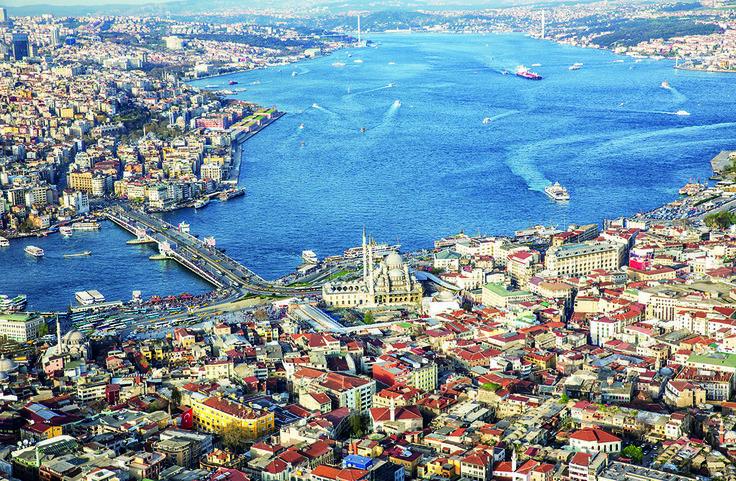 En noviembre de 2013 se cumplió en Estambul el viejo sueño del sultán otomano Abdülmecit I, que en 1860 imaginó conectar los dos continentes con un conducto submarino. Ya hizo su primer viaje el moderno metro, que a través de un túnel bajo las aguas del Estrecho del Bósforo, conecta Asia y Europa. Se calcula que más de un millón de personas por día utilizan el servicio que une las dos costas en apenas 4 minutos, un tiempo muchísimo menor a los 25 minutos que demora el ferry y el tiempo…