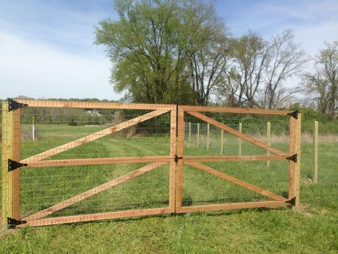 How To Build A Welded Wire Fence Attractive With Wooden Posts Google Search Fencing Image
