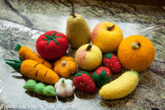 Needle felted play food fruit and vegetable set of 10 pcs. Educational toy. Waldorf. Handmade. 100% wool.