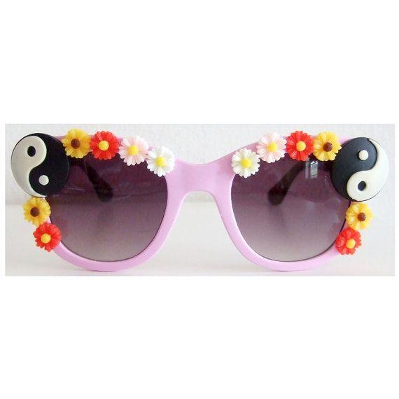 Yin Yang and Daisy /// Sunglasses. Super 90s inspired #DIY #sunglasses from my bestie!