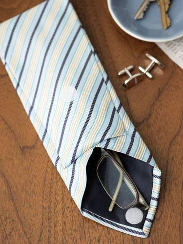 Portaocchiali creato con il riciclo delle cravatte     Eyeglasses holder made with upcycling men's ties • #tie #ties #DIY #recycle