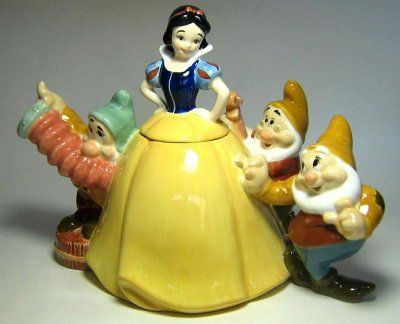 *SNOW WHITE TEA POT ~ Fantasies Come True - Disney collectibles and memorabilia - Snow White with Bashful, Doc and Happy teapot - Bashful Doc Happy Snow White
