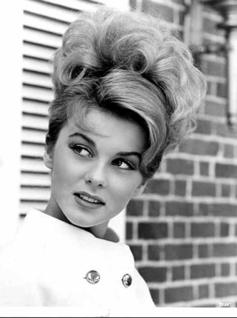 Loving this early 60's updo!